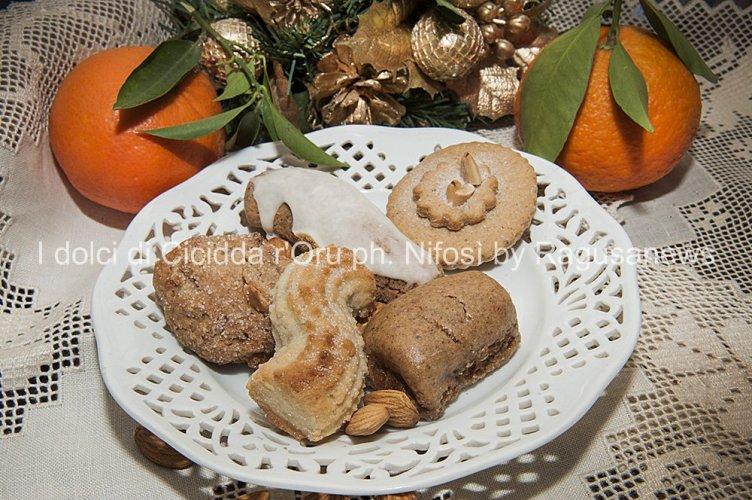 Biscotti Di Natale Quel Che Passa Il Convento.I Dolci Di Cicidda R Oru Scicli