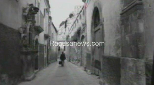 https://www.ragusanews.com/resizer/resize.php?url=https://www.ragusanews.com//immagini_articoli/25-01-2016/1453738313-0-l-amore-di-ettore-scola-per-scicli-e-ragusa-video.jpg&size=910x500c0