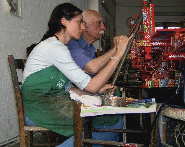 https://www.ragusanews.com/resizer/resize.php?url=https://www.ragusanews.com//immagini_articoli/25-02-2016/1456421989-0-la-donna-che-dipinge-carretti-siciliani.jpg&size=626x500c0