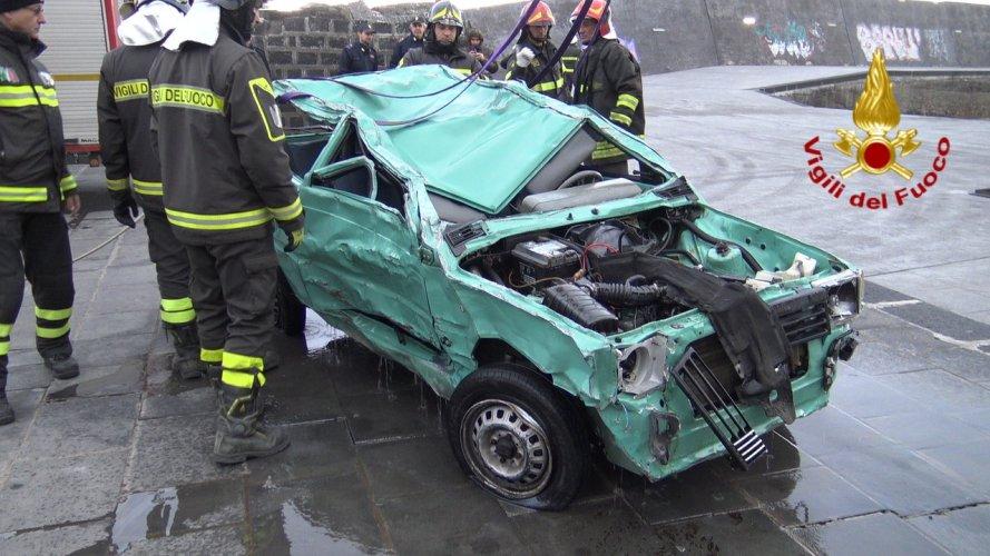 https://www.ragusanews.com/resizer/resize.php?url=https://www.ragusanews.com//immagini_articoli/25-02-2019/1551117289-2-acireale-identificato-econdo-cadavere-trovata-panda-foto.jpg&size=889x500c0