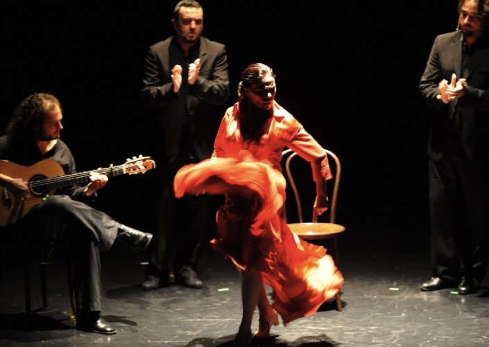 https://www.ragusanews.com/resizer/resize.php?url=https://www.ragusanews.com//immagini_articoli/25-03-2014/1396117640-sol-duende-il-flamenco-a-ragusa.jpg&size=705x500c0