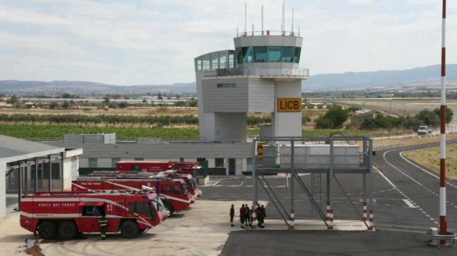 https://www.ragusanews.com/resizer/resize.php?url=https://www.ragusanews.com//immagini_articoli/25-08-2014/1408988736-0-incontro-sac-soaco-sullo-sviluppo-dell-aeroporto-di-comiso.jpg&size=890x500c0