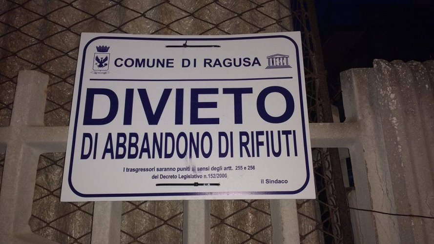 https://www.ragusanews.com/resizer/resize.php?url=https://www.ragusanews.com//immagini_articoli/25-08-2017/1503654915-1-povera-marina-ragusa-sporca.jpg&size=889x500c0