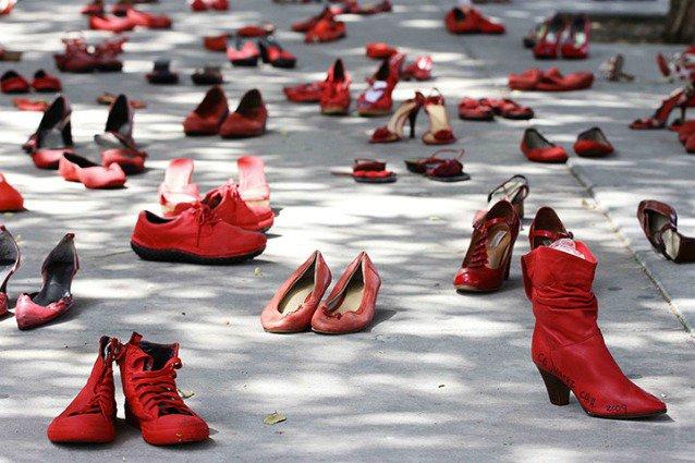 https://www.ragusanews.com/resizer/resize.php?url=https://www.ragusanews.com//immagini_articoli/25-11-2013/1396118619-un-segno-nella-giornata-per-leliminazione-della-violenza-alle-donne.jpg&size=751x500c0