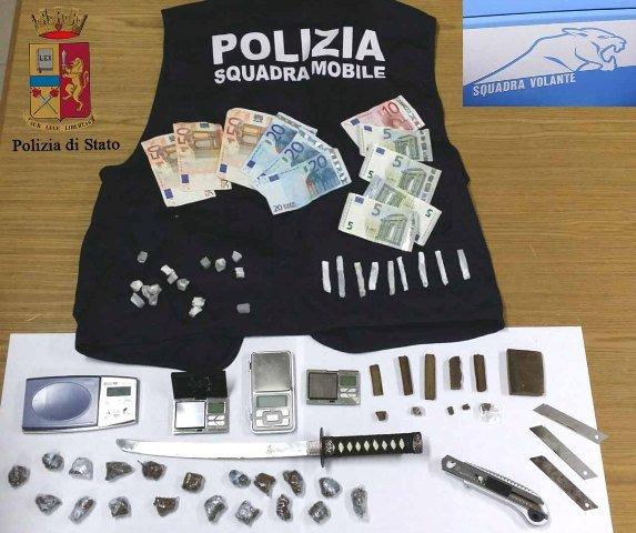 https://www.ragusanews.com/resizer/resize.php?url=https://www.ragusanews.com//immagini_articoli/26-01-2015/1422267396-0-la-droga-con-whatsapp-tre-arresti-a-ragusa.jpg&size=597x500c0