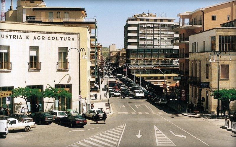 https://www.ragusanews.com/resizer/resize.php?url=https://www.ragusanews.com//immagini_articoli/26-02-2014/1396117842-legge-su-ibla-soldi-per-chi-vuole-ristrutturare-a-ragusa-superiore.jpg&size=799x500c0