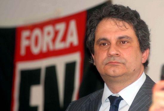https://www.ragusanews.com/resizer/resize.php?url=https://www.ragusanews.com//immagini_articoli/26-06-2015/1435304932-0-la-sicilia-non-deve-morire-di-immigrazione.jpg&size=736x500c0