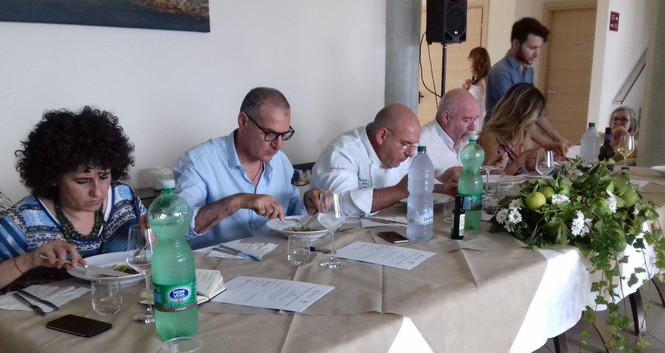 https://www.ragusanews.com/resizer/resize.php?url=https://www.ragusanews.com//immagini_articoli/26-06-2018/1530000387-1-festival-pesce-azzurro-apre-estate-marzamemi.jpg&size=940x500c0