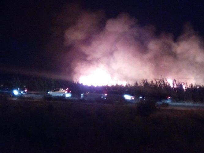 https://www.ragusanews.com/resizer/resize.php?url=https://www.ragusanews.com//immagini_articoli/26-08-2018/1535308376-1-incendio-luna-park-marina-ragusa.jpg&size=667x500c0