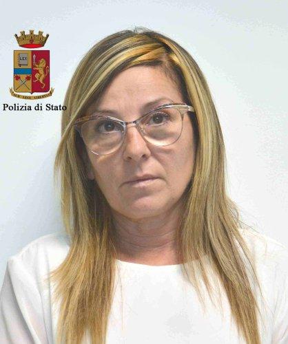 https://www.ragusanews.com/resizer/resize.php?url=https://www.ragusanews.com//immagini_articoli/26-09-2017/1506413433-1-infermiere-vittoria-arrestate-peculato.jpg&size=418x500c0