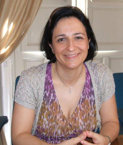 https://www.ragusanews.com/resizer/resize.php?url=https://www.ragusanews.com//immagini_articoli/26-10-2014/1414344598-0-maria-rita-schembari-a-capo-della-pro-loco.jpg&size=427x500c0