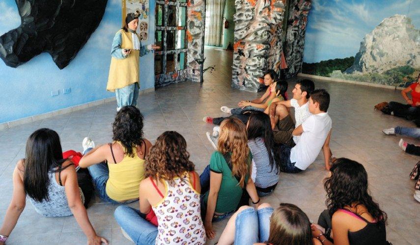 https://www.ragusanews.com/resizer/resize.php?url=https://www.ragusanews.com//immagini_articoli/26-11-2013/1396118607-dispersione-scolastica-triste-primato-per-ragusa-in-sicilia.jpg&size=855x500c0
