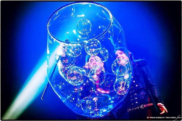 https://www.ragusanews.com/resizer/resize.php?url=https://www.ragusanews.com//immagini_articoli/26-12-2014/1419596762-2-bolle-di-sapone-al-teatro-garibaldi.jpg&size=753x500c0