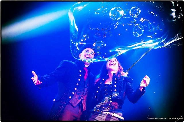 https://www.ragusanews.com/resizer/resize.php?url=https://www.ragusanews.com//immagini_articoli/26-12-2014/1419596762-4-bolle-di-sapone-al-teatro-garibaldi.jpg&size=753x500c0