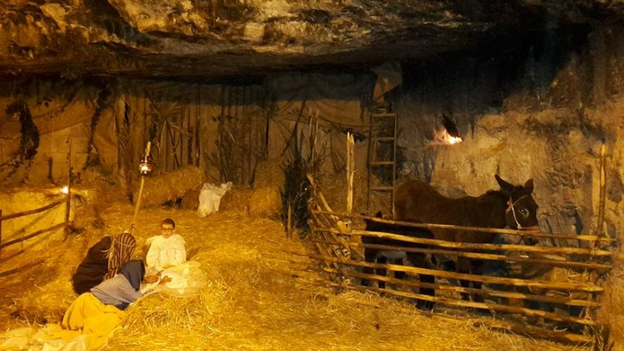 https://www.ragusanews.com/resizer/resize.php?url=https://www.ragusanews.com//immagini_articoli/26-12-2015/1451137129-0-piace-il-presepe-in-grotta-a-ibla.jpg&size=889x500c0