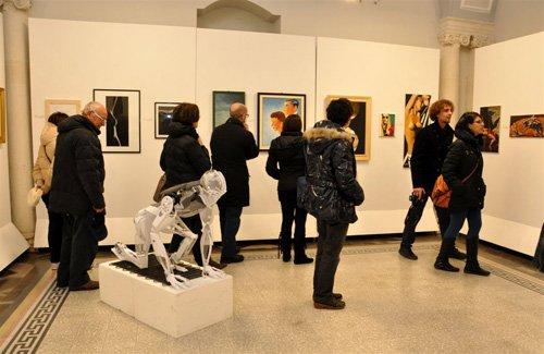 https://www.ragusanews.com/resizer/resize.php?url=https://www.ragusanews.com//immagini_articoli/27-01-2013/1396120904-un-calderone-di-artisti-alla-collettiva-artincontro-a-palazzo-garofalo.jpg&size=769x500c0