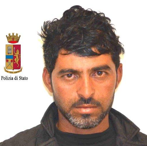 https://www.ragusanews.com/resizer/resize.php?url=https://www.ragusanews.com//immagini_articoli/27-02-2014/1396117829-arrestati-gli-scafisti-dello-sbarco-di-ieri.jpg&size=504x500c0