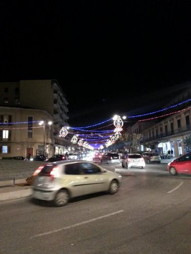 https://www.ragusanews.com/resizer/resize.php?url=https://www.ragusanews.com//immagini_articoli/27-02-2014/1396117834-e-a-modica-luminarie-anche-a-carnevale.jpg&size=375x500c0