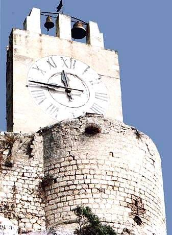 https://www.ragusanews.com/resizer/resize.php?url=https://www.ragusanews.com//immagini_articoli/27-03-2013/1396120278-torreggia-magnifico-e-ben-difeso-il-castello-dei-conti.jpg&size=366x500c0