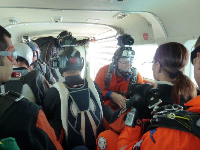 https://www.ragusanews.com/resizer/resize.php?url=https://www.ragusanews.com//immagini_articoli/27-05-2012/1396122064-paracadutismo-il-weekend-alloasi-dei-re-di-marina-di-modica.jpg&size=668x500c0