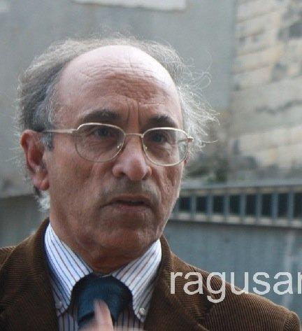 https://www.ragusanews.com/resizer/resize.php?url=https://www.ragusanews.com//immagini_articoli/27-05-2014/1401222532-la-tv-vaticana-intervista-paolo-nifosi-su-scicli.jpg&size=457x500c0