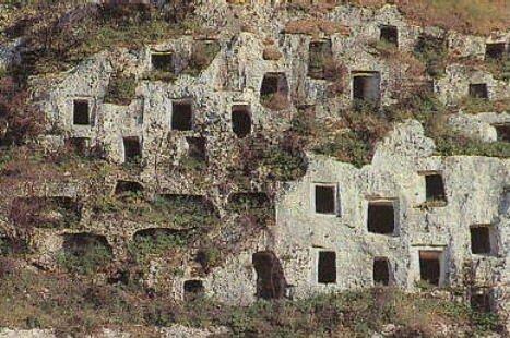 https://www.ragusanews.com/resizer/resize.php?url=https://www.ragusanews.com//immagini_articoli/27-05-2015/1432741999-0-la-regione-ha-sospeso-i-bandi-per-gestione-siti-archeologici.jpg&size=753x500c0