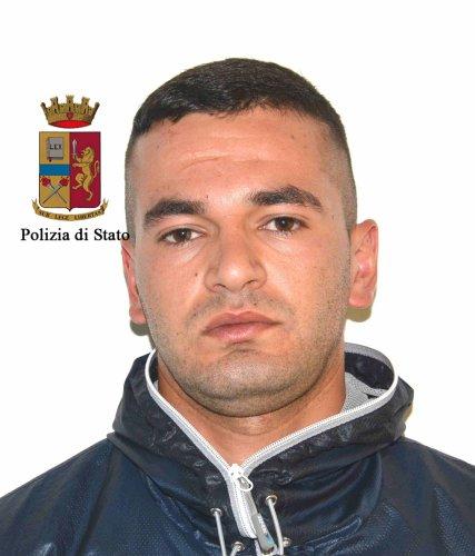 https://www.ragusanews.com/resizer/resize.php?url=https://www.ragusanews.com//immagini_articoli/27-05-2017/1495872001-1-fratelli-droga-arrestati-albanesi-piazza-zama.jpg&size=427x500c0