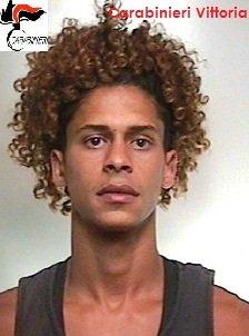 https://www.ragusanews.com/resizer/resize.php?url=https://www.ragusanews.com//immagini_articoli/27-06-2015/1435408946-0-maxi-rissa-a-vittoria-arresti.jpg&size=371x500c0