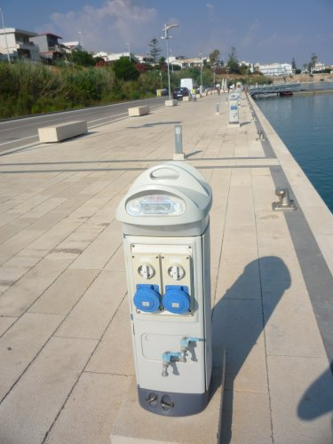 https://www.ragusanews.com/resizer/resize.php?url=https://www.ragusanews.com//immagini_articoli/27-07-2015/1438029610-0-al-porto-di-marina-immagini-erotiche-involontarie-e-naturali.jpg&size=375x500c0