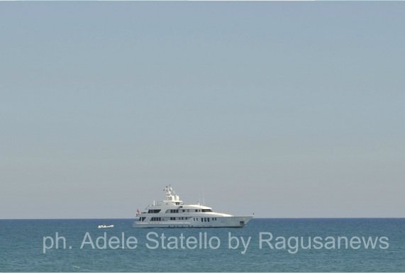 https://www.ragusanews.com/resizer/resize.php?url=https://www.ragusanews.com//immagini_articoli/27-08-2014/1409151927-1-roberto-naldi-il-mago-mondiale-degli-aeroporti-a-scicli.jpg&size=742x500c0