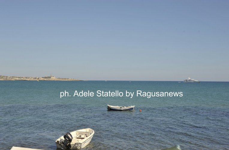 https://www.ragusanews.com/resizer/resize.php?url=https://www.ragusanews.com//immagini_articoli/27-08-2014/1409152116-1-roberto-naldi-il-mago-mondiale-degli-aeroporti-a-scicli.jpg&size=764x500c0