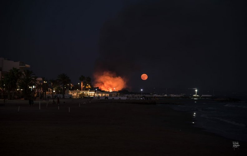 https://www.ragusanews.com/resizer/resize.php?url=https://www.ragusanews.com//immagini_articoli/27-08-2018/1535393623-1-incendio-vicino-giostre-marina-ragusa.jpg&size=792x500c0