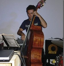 https://www.ragusanews.com/resizer/resize.php?url=https://www.ragusanews.com//immagini_articoli/27-10-2014/1414400020-0-il-jazz-di-giuseppe-guarrella-a-villa-penna.jpg&size=487x500c0