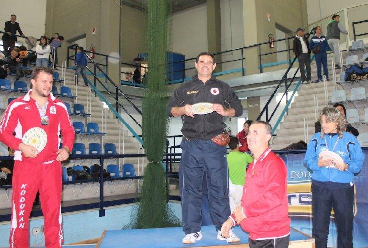 https://www.ragusanews.com/resizer/resize.php?url=https://www.ragusanews.com//immagini_articoli/27-11-2013/1396118602-judo-koizumi-alle-pendici-delletna.jpg&size=741x500c0