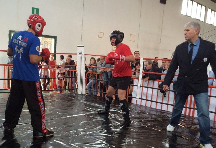 https://www.ragusanews.com/resizer/resize.php?url=https://www.ragusanews.com//immagini_articoli/27-11-2014/1417102965-0-a-chiaramonte-se-le-danno-di-kick-boxing.jpg&size=730x500c0