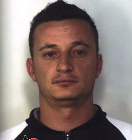 https://www.ragusanews.com/resizer/resize.php?url=https://www.ragusanews.com//immagini_articoli/27-11-2015/1448618816-0-i-carabinieri-cercano-armi-trovano-droga.jpg&size=475x500c0
