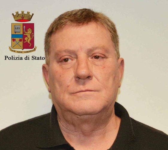 https://www.ragusanews.com/resizer/resize.php?url=https://www.ragusanews.com//immagini_articoli/27-12-2017/1514360727-1-ragusa-ladri-natale-arresti.jpg&size=561x500c0