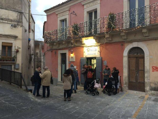 https://www.ragusanews.com/resizer/resize.php?url=https://www.ragusanews.com//immagini_articoli/27-12-2017/1514378261-1-nasce-monterosso-almo-ospitalita-diffusa.jpg&size=667x500c0