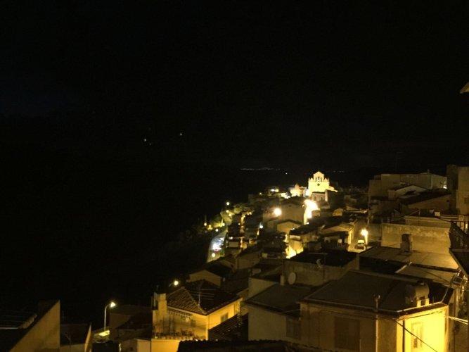 https://www.ragusanews.com/resizer/resize.php?url=https://www.ragusanews.com//immagini_articoli/27-12-2017/1514378262-2-nasce-monterosso-almo-ospitalita-diffusa.jpg&size=667x500c0