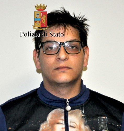 https://www.ragusanews.com/resizer/resize.php?url=https://www.ragusanews.com//immagini_articoli/28-01-2017/1485597085-1-rubavano-cavi-telecom-arresti.jpg&size=474x500c0