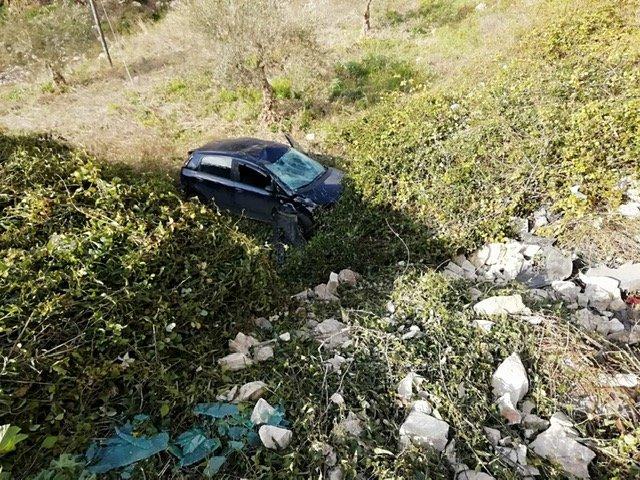 https://www.ragusanews.com/resizer/resize.php?url=https://www.ragusanews.com//immagini_articoli/28-02-2019/1551370527-1-incidente-passogatta-auto-burrone-foto.jpg&size=667x500c0