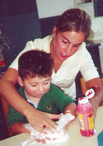 https://www.ragusanews.com/resizer/resize.php?url=https://www.ragusanews.com//immagini_articoli/28-03-2011/1396124338-scuola-negata-a-un-bambino-disabile-di-pozzallo.jpg&size=352x500c0
