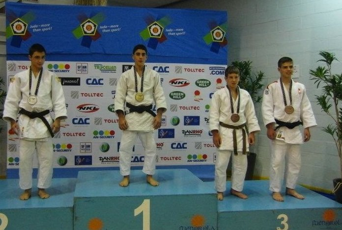 https://www.ragusanews.com/resizer/resize.php?url=https://www.ragusanews.com//immagini_articoli/28-03-2012/1396122221-judo-gabriele-bossettini-bronzo-all-european-cup-in-spagna.jpg&size=742x500c0