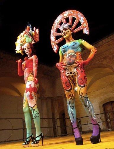 https://www.ragusanews.com/resizer/resize.php?url=https://www.ragusanews.com//immagini_articoli/28-05-2015/1432796985-1-l-arte-dei-carradores-sul-corpo-di-avvenenti-modelle.jpg&size=385x500c0