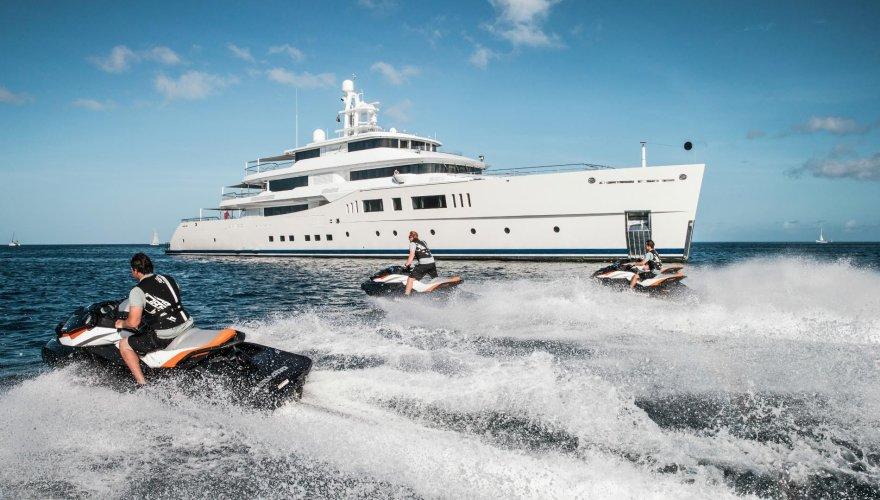 https://www.ragusanews.com/resizer/resize.php?url=https://www.ragusanews.com//immagini_articoli/28-06-2017/1498686789-1-grace-yacht-premiati-mondo-marina-ragusa.jpg&size=880x500c0