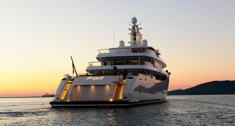 https://www.ragusanews.com/resizer/resize.php?url=https://www.ragusanews.com//immagini_articoli/28-06-2017/1498686925-1-grace-yacht-premiati-mondo-marina-ragusa.jpg&size=930x500c0