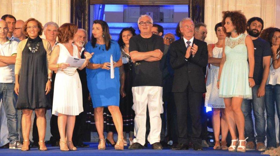 https://www.ragusanews.com/resizer/resize.php?url=https://www.ragusanews.com//immagini_articoli/28-07-2014/1406572530-1-i-premiati-del-trofeo-del-mare.jpg&size=892x500c0