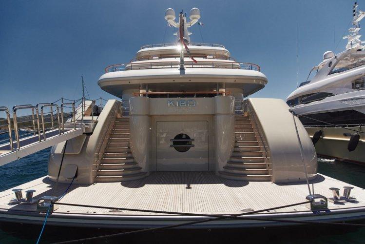https://www.ragusanews.com/resizer/resize.php?url=https://www.ragusanews.com//immagini_articoli/28-07-2017/1501222890-1-yacht-kibo-arrivato-siracusa.jpg&size=749x500c0