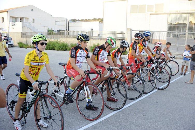 https://www.ragusanews.com/resizer/resize.php?url=https://www.ragusanews.com//immagini_articoli/28-08-2016/1472416746-1-il-ciclismo-che-gioiosamente-canta-e-quello-che-non-conta.jpg&size=752x500c0