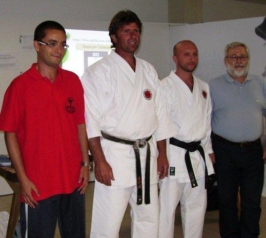 https://www.ragusanews.com/resizer/resize.php?url=https://www.ragusanews.com//immagini_articoli/28-09-2008/1396863773-il-cataudella-presenta-fisica-del-karate-alla-notte-dei-ricercatori-di-catania.jpg&size=559x500c0